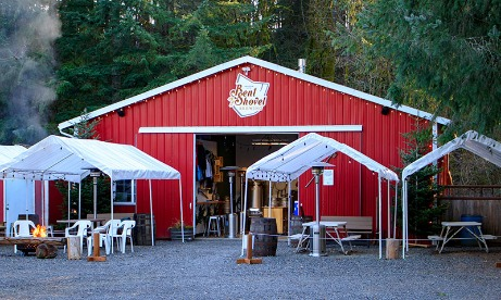 Red barn and outdoor seating area of Bent Shovel Brewing in Mt. Hood Territory