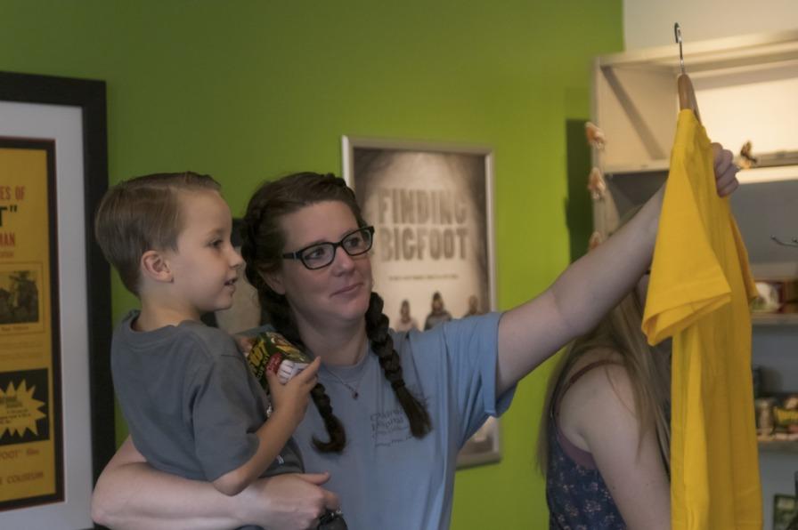 Family shopping at Bigfoot museum