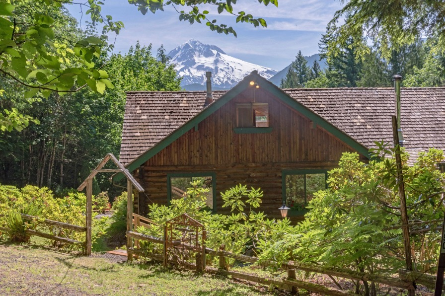 Vacation Rental home from Mt. Hood Vacation Rentals with view of Mt. Hood and green trees