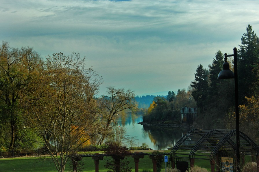 View of the Willamette River from George Rogers Park in Lake Oswego on a fall day