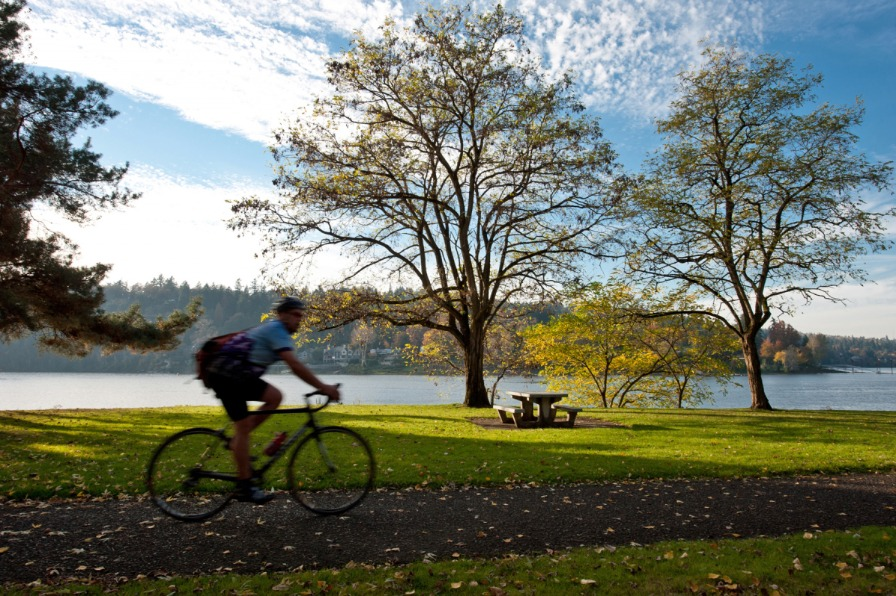 Cyclist on Willamette riverfront