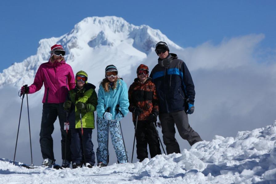 Skiing Family, Mt Hood Skibowl