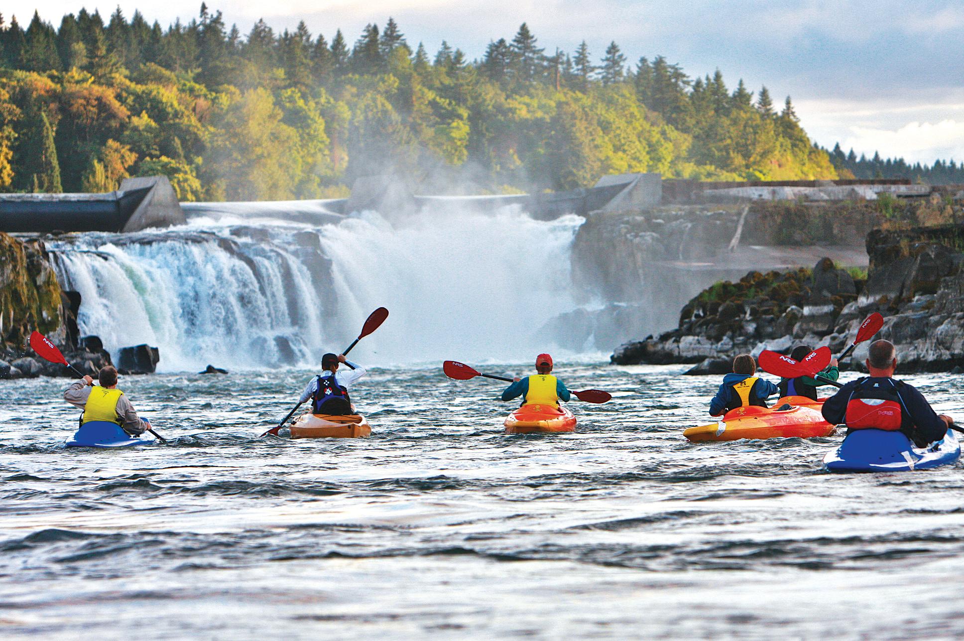Willamette Falls, Kayakers