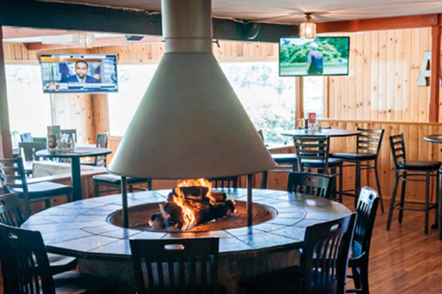 Legends Bar And Grill in Molalla dining room