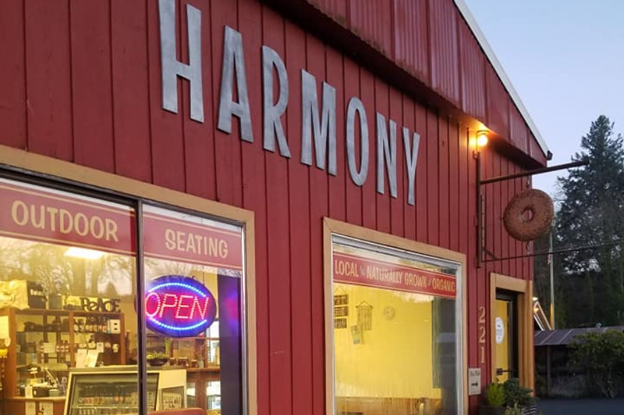 Exterior of Harmony in Estacada, serving breakfast and lunch with outdoor dining