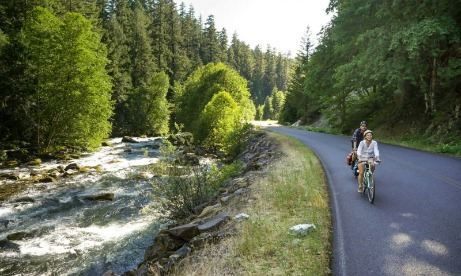Cascading Rivers Scenic Bikeway couple riding bikes along the river in Oregons Mount Hood Territory.