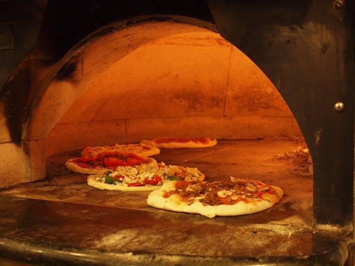 Mi Famiglia Wood Oven Pizzeria