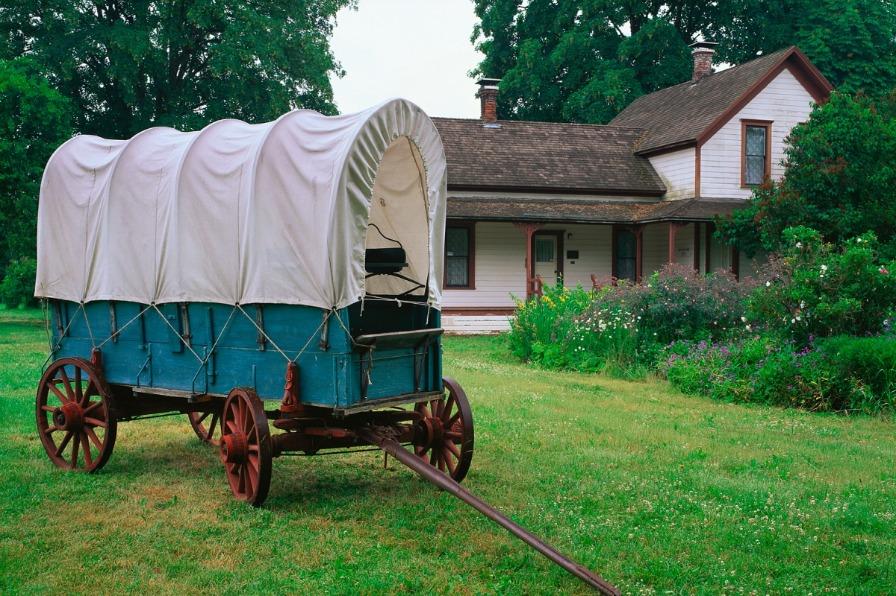 Prairie schooner wagon at Philip Foster Farm