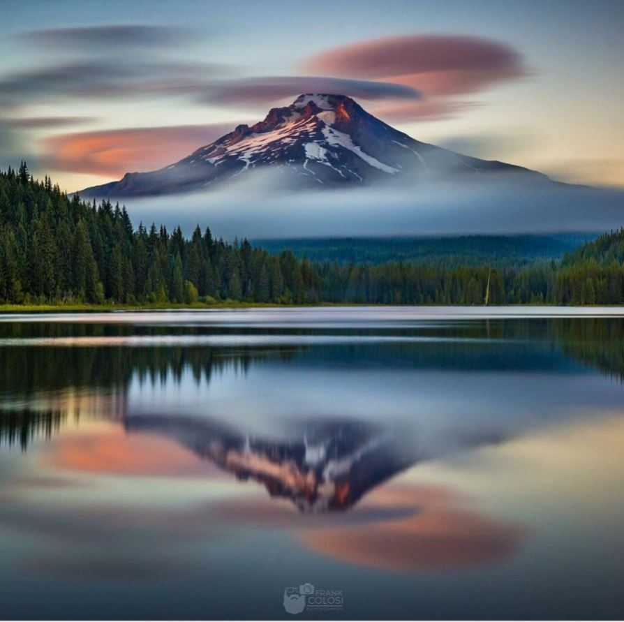 mt hood on trillium lake with reflection upside down of mountain
